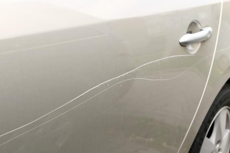 Чем удалить царапины на автомобиле своими руками