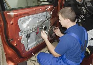 Установка центрального замка в автомобиле
