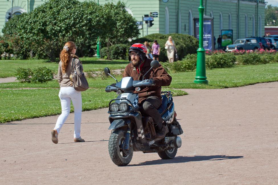 Штраф за езду на мотоцикле по тротуару