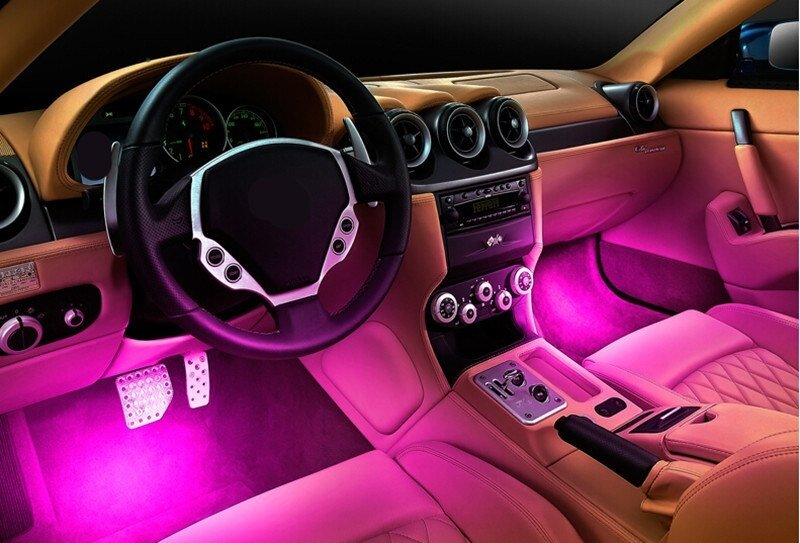 Розовая подсветка в салоне